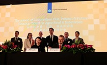 Contract signature ceremony by ZTE Health and GreenPeak Technologies in presence of Mr Mark Rutte, the Dutch Prime Minister